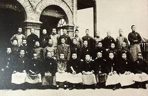 浙江省臨時省議會全體議員合影(1910年9月)。(國父紀念館/國民黨文傳會)
