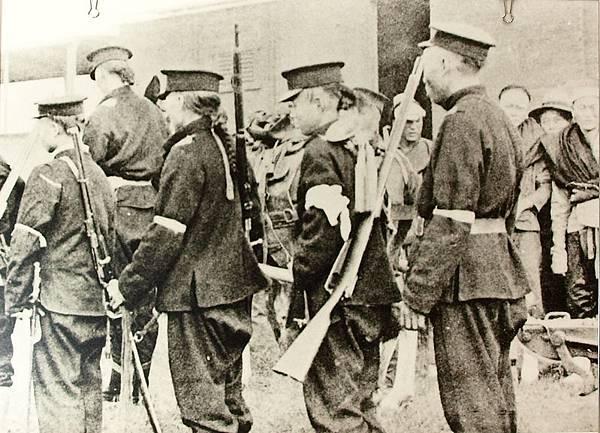 漢口革命軍在十基羅邁當車站下車(1910年8月)。(國父紀念館/國民黨文傳會)
