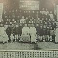 安南中西學堂師生合影─1905年國父由日本前往安南,曾在河內指導廣東華僑成立中西學堂。(鍾元翻攝/大紀元)