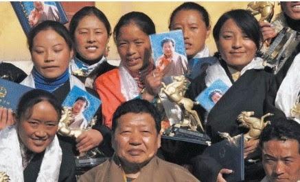 10月8日,英國籍知名高僧阿貢仁波切(下中)在成都被刺殺身亡。(看不見的西藏~唯色)