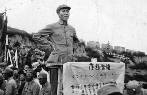 毛澤東在講話,1938年3月。此時還很瘦。