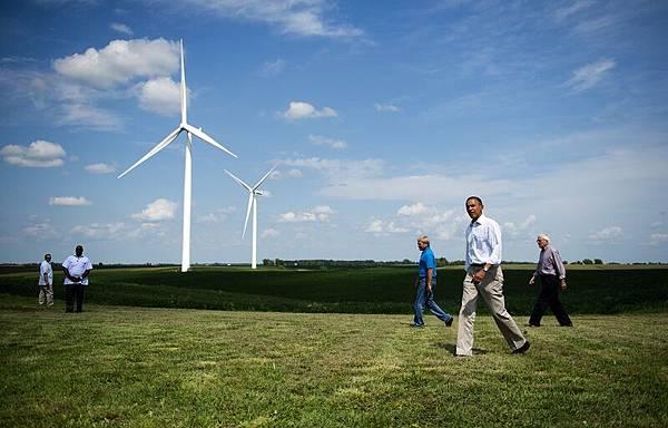 三一重工狀告奧巴馬案敗訴,圖為奧巴馬總統2012年時前往愛荷華州的一處風力發電廠視察。(Jim WATSON/AFP)