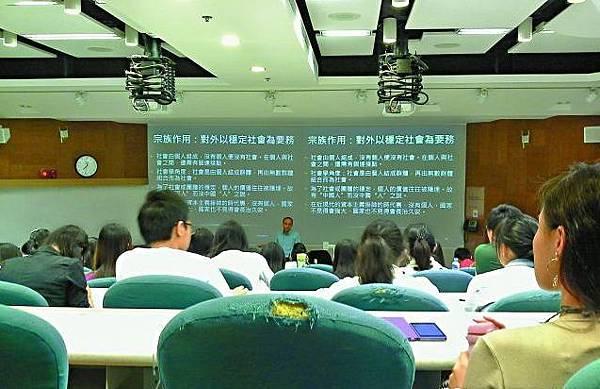城大內地生要求教授改用普通話授課,令本地生不滿。