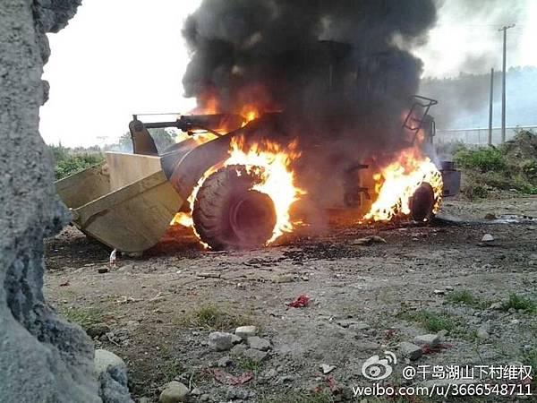 浙江縣官狠話惹民怒 轎車被掀 挖機被燒