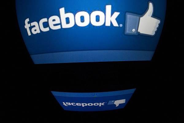 臉書放寬隱私管制 青少年可公開圖文分享