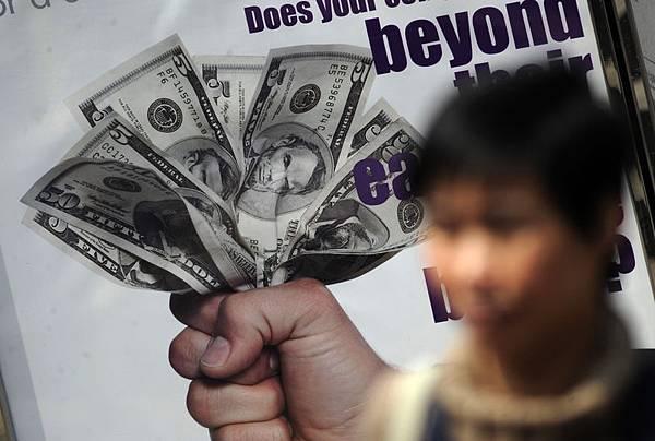 週四,中共對美國國會暫時避免債務違約的協議表示歡迎,警告和嘲笑。它通過一個退休官員強調一個令人尷尬的事實—中共沒有多少選擇,目前來說只能套上美元的枷鎖。(Getty Image)