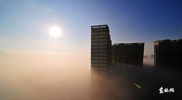 東三省深陷大霧 民眾調侃看「海上日出」