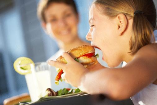 美國一項最新的研究發現,吃Oreo餅乾會像古柯鹼一樣上癮。全球最著名大眾科學媒體《科學美國人》中文版《環球科學》10月份期刊報導,其年度重頭專題報導的其中一篇文章就探討了現代人如何嗜吃某些食物,一致引發食物成癮。