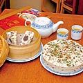 前總統蔣中正夫人蔣宋美齡逝世10週年,台北圓山大飯 店推出紀念特展,不僅有珍貴歷史畫面,也有她最鍾愛 的紅豆鬆糕優惠(圓山大飯店提供圖)。(中央社)