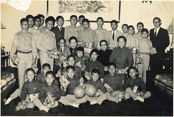 前總統蔣中正夫人蔣宋美齡逝世10週年,台北圓山大飯店推出紀念特展,展出珍貴歷史畫面(圓山大飯店)。(中央社)