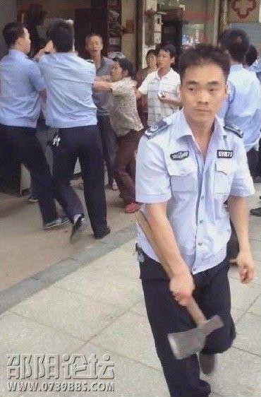 武漢城管執法現持刀衝突 城管「形象」編入德育教材