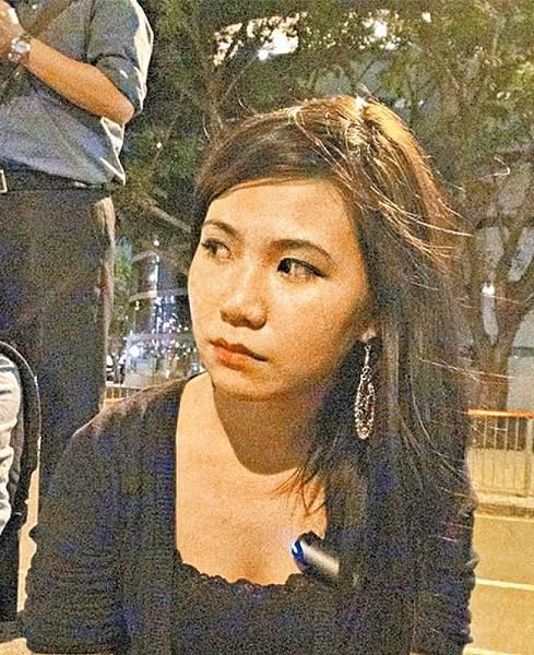 學生趙小姐:民意好清楚,但政府就逆民意,令人懷疑背後有陰謀,梁振英一再犯錯,應該下台。
