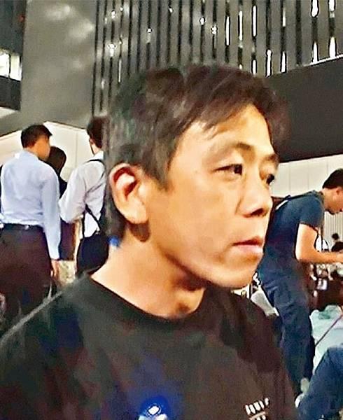 地盤工人吳先生:員工要撤走無可厚非,佢哋要搵食,舊年反國教班學生有熱情有體力至可以守落去。