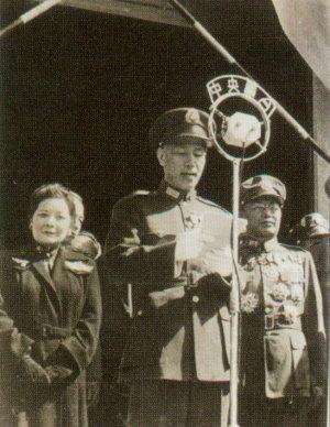 1945年,蔣介石委員長在南京中山陵前,透過中廣電台向全國同胞宣布對日抗戰勝利。(網路圖片)