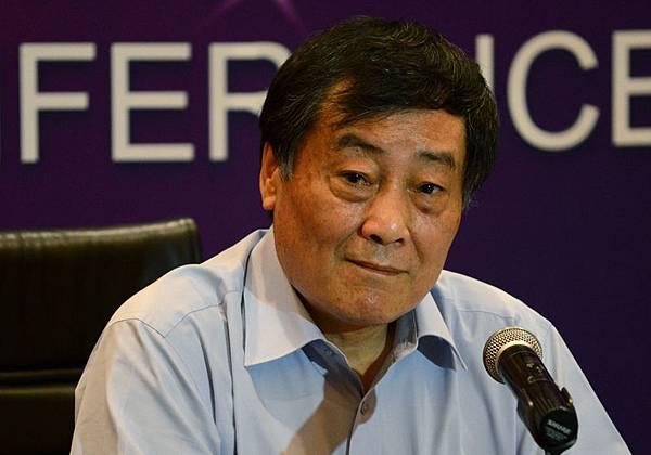 10月26日,在第二屆世界浙商大會上,中國大陸娃哈哈集團前首富宗慶後坦言:「房地產泡沫已成,中國不能再建房子了!」圖為,2013年7月17日,宗慶後在北京新聞發布會。(AFP PHOTO / WANG ZHAO)