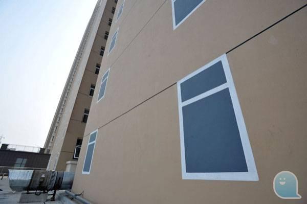 山東經濟房屋牆畫假窗 官方回應:裝飾用的