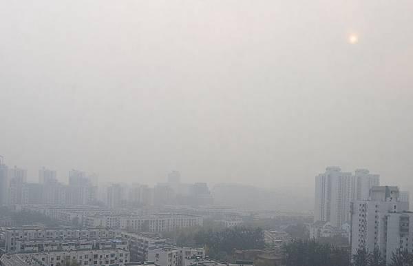 2013年10月28日,北京霧霾籠罩,能見度只有1~2公里。(大紀元資料室)