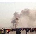 北京天安門爆炸案發生在戒備森嚴的金水橋,當時中共7常委在附近開會。在國際聚焦下,當局於案發3日後,迅速定性為「暴力恐怖襲擊」。官方公佈的簡短案情報告與海外媒體曝光的有很大差異,其間疑點重重,背後更是鬼影幢幢,為此案蒙上一層詭異外衣,更讓外界欲揭發此間真相。(網絡圖片)