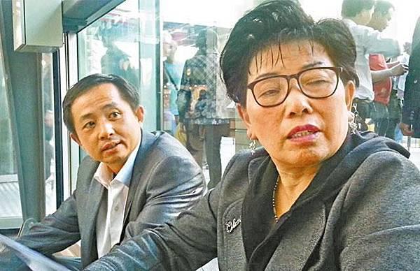 兩名杭州人連續坐24小時火車來港,為圓一個百萬夢。