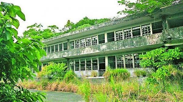 元朗屏山達德學校早在15年前停辦,人去樓空,卻成為猛鬼熱點。王子俊攝