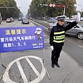 11月2日,中國有10省市同時出現霧霾天氣,華北大部地區再次成為霧霾重災區。11月2日,河北省邯鄲市啟動重污染天氣Ⅲ級應急回應。主城區範圍機動車進行限行。(大紀元資料室)