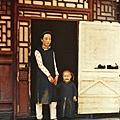 1912年至1913年,北京一個女人和她的孩子(Albert Kahn 博物館)