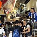 十多名泛民主派議員星期二下午到政府總部聲援香港電視視員工,呼籲更多市民參加次日星期三的集會,迫使建制派議員投票支持特權法調查電視拍照風波。(潘在殊/大紀元)
