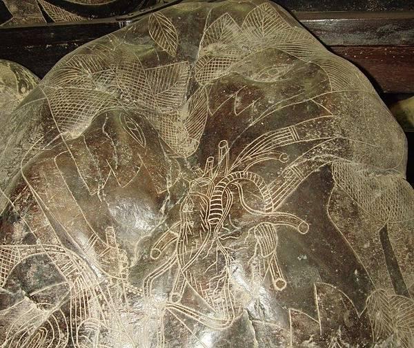 在這個伊卡石刻上,當時的醫學水平已經相當發達,從圖上看他們好像在做器官移植手術。(網絡圖片)