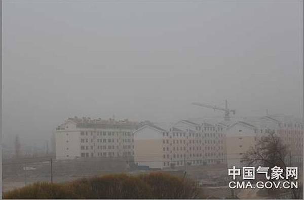 從11月9日開始大陸甘肅省「敦煌」連續4天遭受沙塵暴襲擊,這是今年入冬以來,最強的沙塵天氣。(網路圖片)