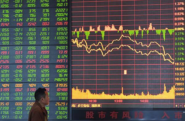密不透風的三中全會12日閉幕,13日A股大跌,外媒報導稱,中國股票大跌達到七週來最大幅度。(大紀元資料室)