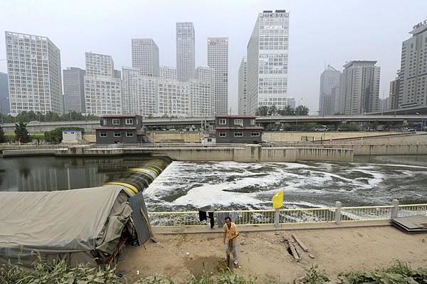 圖為,北京市內的運河。(LIU JIN/AFP/Getty Images)