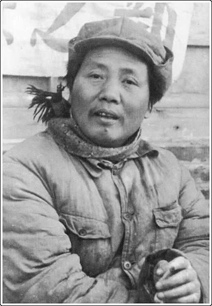 1月13日新華網在其社區版借論壇民眾的推薦登出「毛澤東不修邊幅的幾張老照片」,完全顛覆中共官媒一直把毛澤東神化的形象。(網絡圖片)
