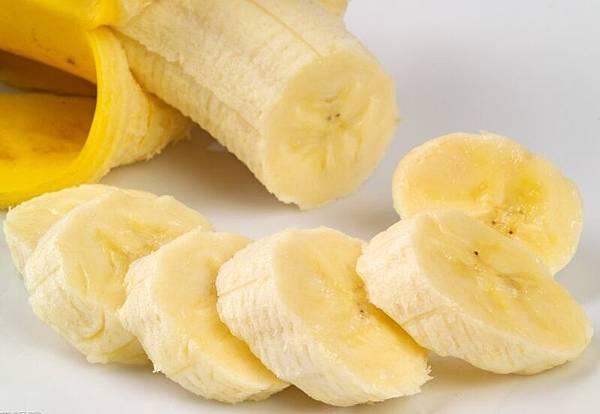 香蕉。鎂含量豐富,可預防骨質疏鬆改善肌肉緊張、肌肉酸痛、肌肉痙攣和肌肉疲勞等症狀。(網絡圖片)