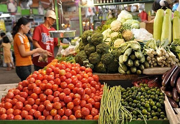多項研究已證實吃天然蔬果與谷物比合成營養素更能產生強大的抗氧化功能和抗癌活性。 (JAY DIRECTO/AFP/Getty Images)