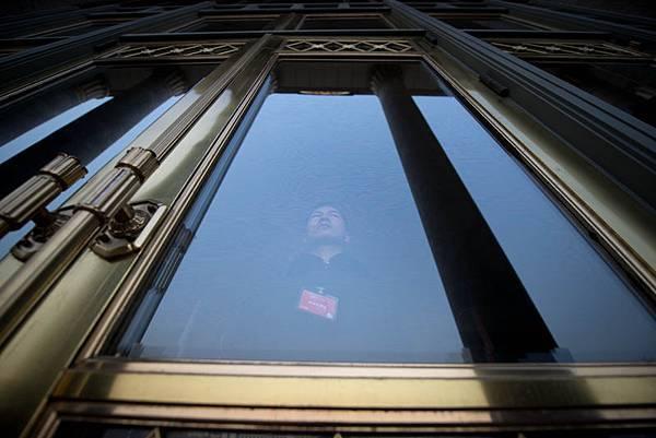習近平陣營與江澤民集團長達一年的有關「廢除勞教」制度的拉鋸戰,在三中全會中以江系落敗而告終。(Ed Jones/AFP)