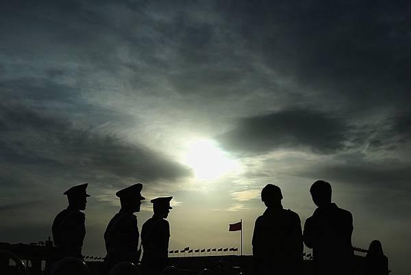 中共三中全會後政局發生重大的逆轉,現在中共所做的一切,出台的所有政策都是為了死保政權,防止中共本身立即崩潰,中南海決定「強軍」成了最後的「救命稻草」。 (Feng Li/Getty Images)