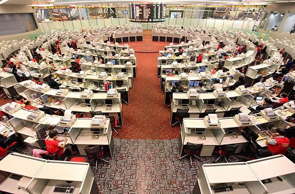 香港這個被中共稱為會生金蛋的東方之珠一直是中共各派爭奪的焦點,其中,香港離岸人民幣業務是關乎香港未來繁榮和發展的關鍵。(Ed Jones/AFP/Getty Images)