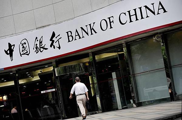 近期中國大陸「工、農、中、建」四大銀行存款流失高達1.29萬億元,很多存款流向了以「餘額寶」為  代表的互聯網金融產品。(PHILIPPE LOPEZ/AFP/Getty Images)