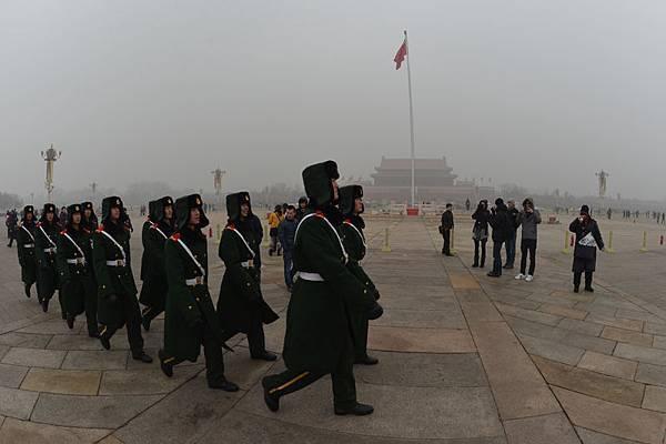 中共三中全會結束不久,繼多省軍區高層人士變動後,又有三省武警總隊再同時換帅。(AFP /Mark   RALSTON)