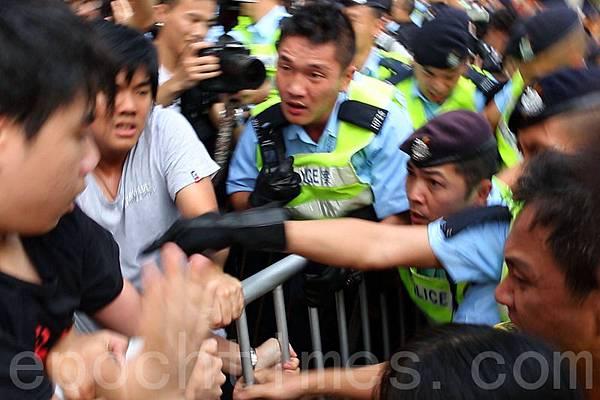 ★梁振英又再做假咨詢會  ,出動的差人,竟是香港人納稅所豢養的一班咬人的狗!
