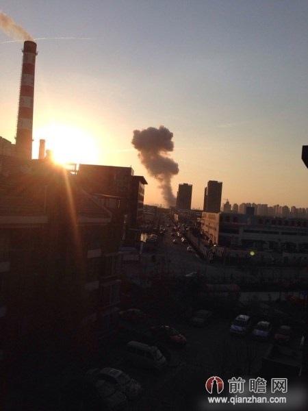 最近中國大陸發生多宗爆炸事故,11月25日下午,天津市津南區外環線附近發生爆炸,官方稱,事故造  成1死3傷。有天津網友拍到爆炸現場附近升起的蘑菇雲。(網絡圖片)