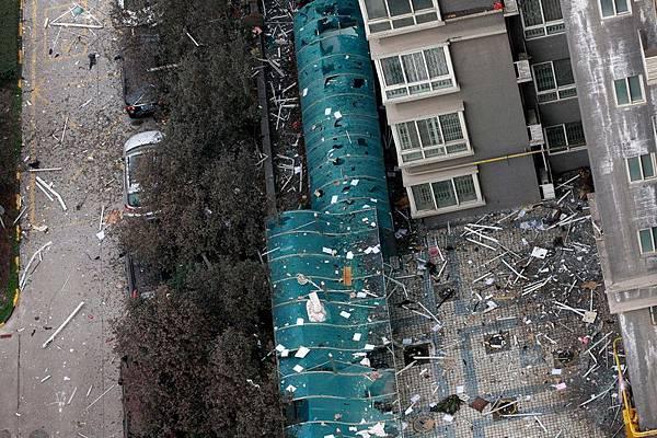 1月25日早6時許,西安市未央路與鳳城四路十字中登大廈B座25層一單元房天然氣洩露引起爆炸起火。  官方稱,事故已造成1死7傷。其中5名傷者被下病危通知。(ChinaFotoPress/Getty Images)