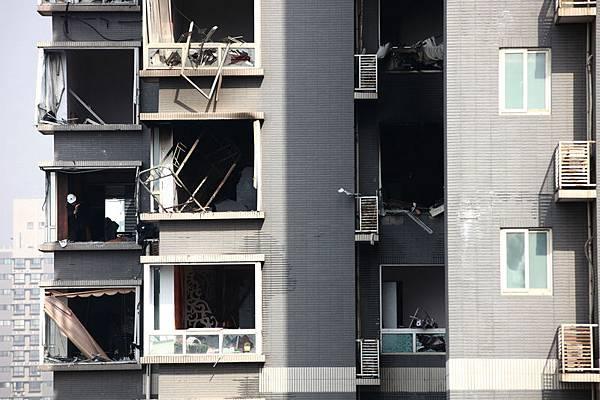 11月25日早6時許,西安市未央路與鳳城四路十字中登大廈B座25層一單元房天然氣洩露引起爆炸起火。  官方稱,事故已造成1死7傷。其中5名傷者被下病危通知。(ChinaFotoPress/Getty Images)
