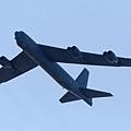 中共新近在東海設立的防空識別區令地區局勢更為緊張。繼美軍兩架B-52長程轟炸機在北京時間26日上午進入了中共新設立的東海防空識別區之後,據華爾街見聞實時新聞報導,28日日本和韓國又宣佈各自戰機均飛過了該區域。美日韓三國戰機都沒有遇到攔截的風險。(PAUL CROCK/AFP/Getty Images)