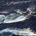 中共單方面宣佈「東海防空識別區」之後,促發海內外圍繞於此的局勢變幻莫測,被外媒稱為「心驚  肉跳」。與此同時,中共外交部的話語「掌嘴」國防部此前的強硬,江派背景的《環球時報》鼓噪戰  爭,軍方自稱戰機巡航,與其它官媒要求「克制」大相徑庭。由此曝光,中南海高層已經先亂作一團  。(Getty images)