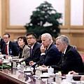 美國副總統拜登在中美兩國和亞洲關係緊張升溫的時刻會見習近平,他呼籲重新努力建立美中關係。拜登希望利用他跟中共領導人培養的個人關係來幫助化解新興的危機。 (Getty Images)