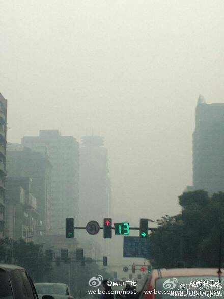 圖為陰霾中的南京。(網絡圖片)