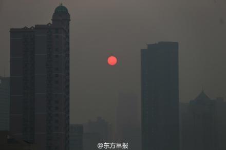 圖為陰霾中的上海。(網絡圖片)