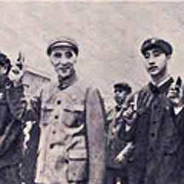 文革期間,林彪、林立果父子。(網絡圖片)