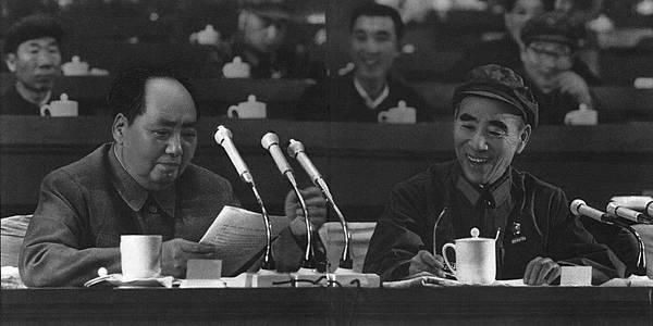 1969年,毛澤東和林彪在中共九大會議主席台上(網絡圖片)
